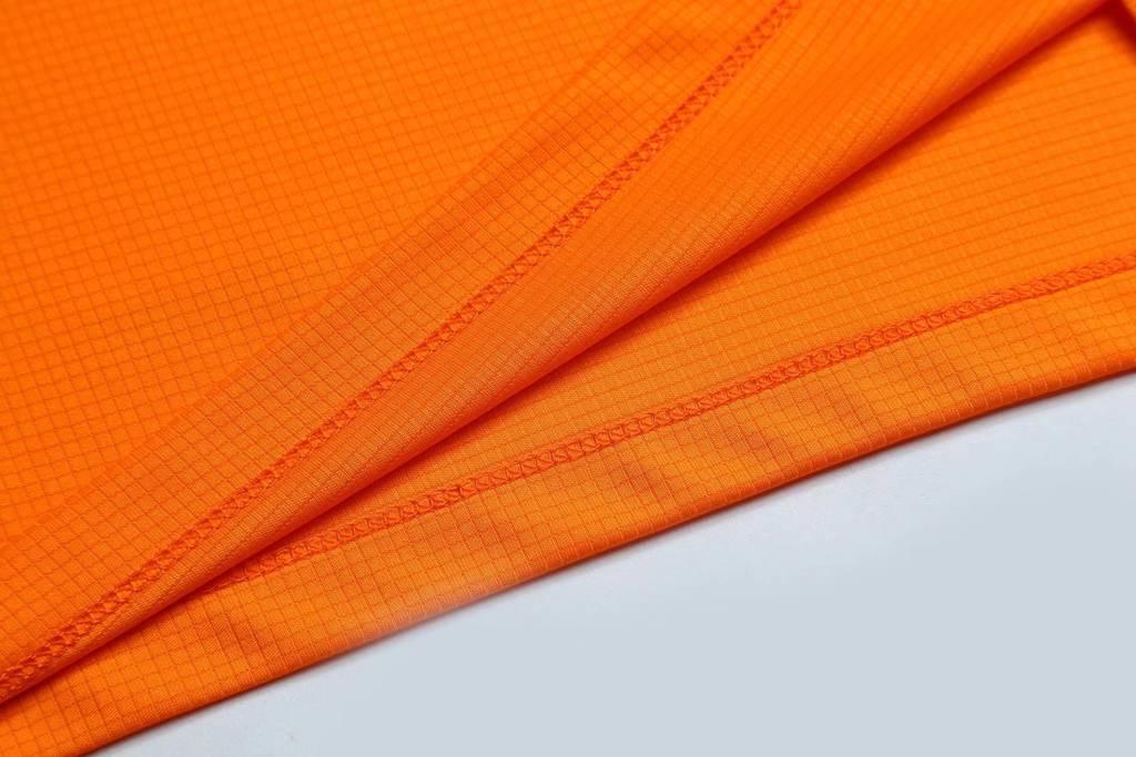 男装运动速干T恤 舒适快干弹力速干衣 橘色细节