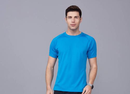 夏天应该怎样选择定制优质的T恤工作服呢?